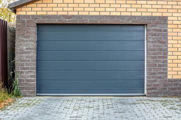 Portes de garage sectionnelles ou basculantes ?